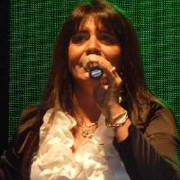 Hoy viernes 13: Sandra Santos estará cantando en la cena y peña del CAU