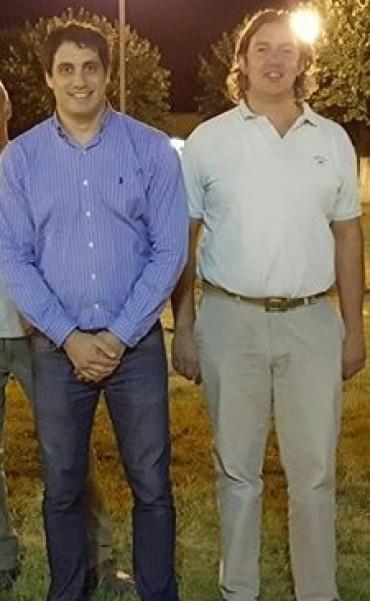 Pablo Bucca y Agustín Puleo presentes al momento de encender la nueva iluminaria en Plaza Roca