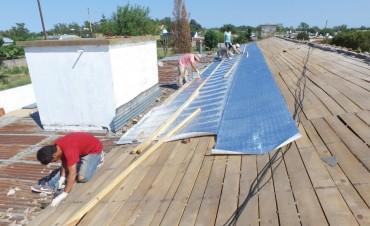 Con una superficie de 480 metros cuadrados, el Municipio comenzó a reparar el techo de la Escuela N° 22