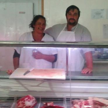 Carnicería 'Los Picazos', a pesar del aumento de la carne, tiene increíbles ofertas de chuletas y asado