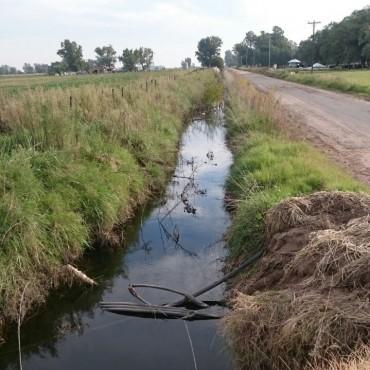 Se están realizando trabajos de limpieza en los canales de Urdampilleta