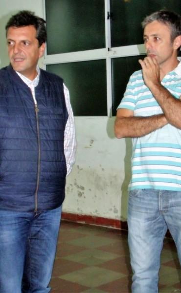 Sergio Massa y Carlos Gutierrez (Diputado FR), visitaron al Club Atlético Urdampilleta