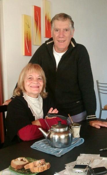 Nelly y Eugenio cumplieron 24 años repartiendo recibos de luz