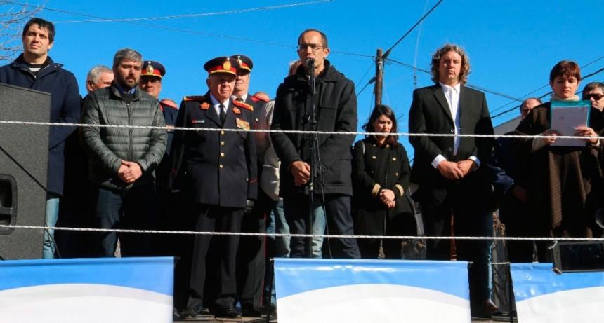 Pisano encabezó el desfile de bomberos en Urdampilleta