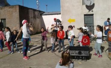 Los Tiringuntingos presentes en el festejo del Día del Niño en Urdampilleta