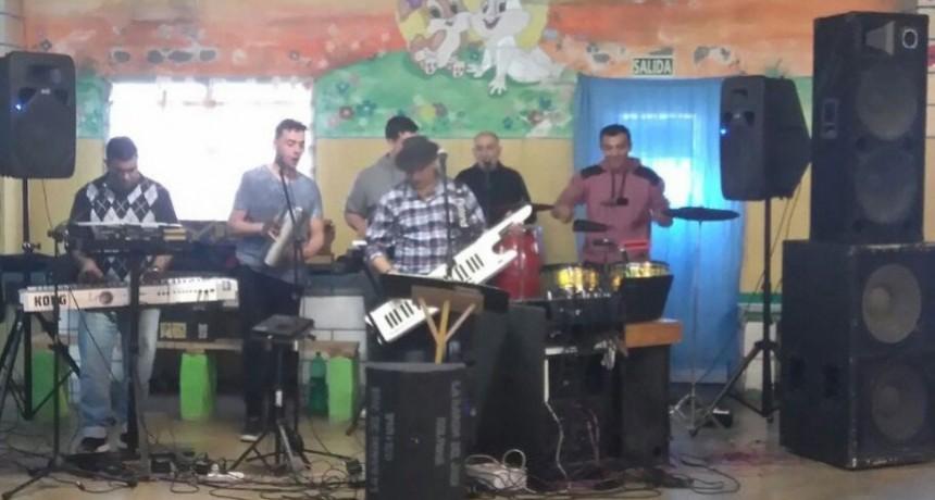 """""""La banda del José"""" brindó un recital en la Unidad 17"""