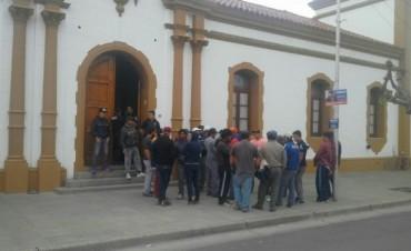 Masiva Protesta de trabajadores municipales en Daireaux