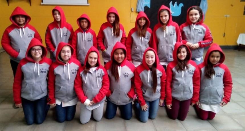 Feria de colectividades latinoamericanas organizada por alumnos de 6º de la EP N.º 54