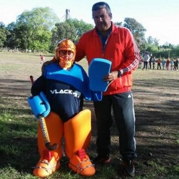 Hockey en Urdampilleta: 60 alumnos concurren a este deporte