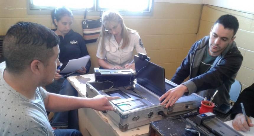 El ReNaPer continúa el plan de documentación  civil de internos en la Unidad N° 17