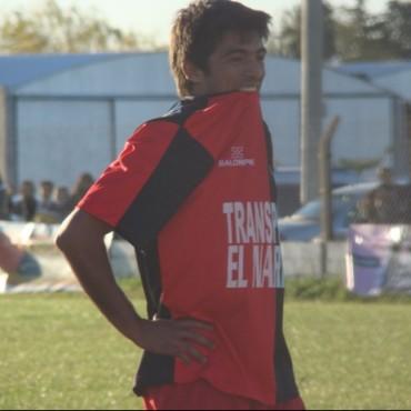 Fútbol Liga Pehuajense: Franco Navarro levantó la copa con 'Defensores del Este'