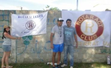 Urdampilleta: Exalumnos volvieron a su colegio para arreglar el parque y colocar juegos