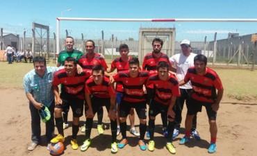 Encuentro de fútbol entre internos y la primera división de Atlético Urdampilleta
