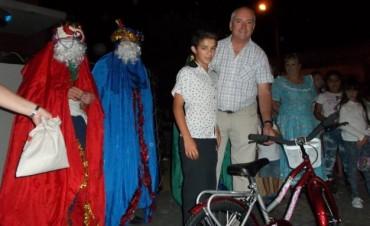 Más de 400 niños estuvieron compartieron la llegada de los 'Reyes Magos'