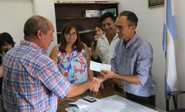 Pisano le entregó un subsidio a la comisión de 'Plaza Roca'