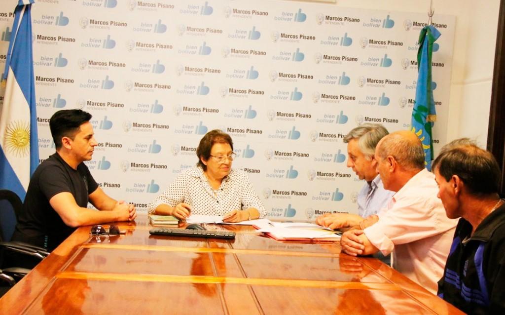 El Municipio hizo un aporte a la Comisión de Plaza Roca