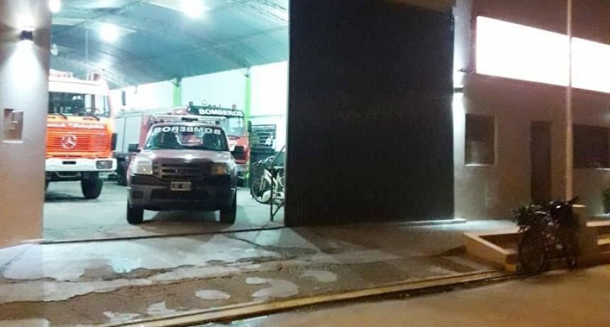 Salida de Bomberos: Incendio en banquina y vías