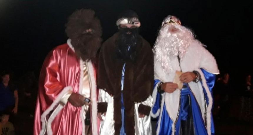 Los Reyes Magos colmaron de felicidad a los niños de la localidad
