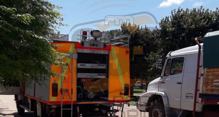 Salida de Bomberos: Incendio en el patio de una vivienda