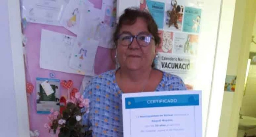 Raquel Moyano recibió un reconocimiento por sus 30 años de servicio