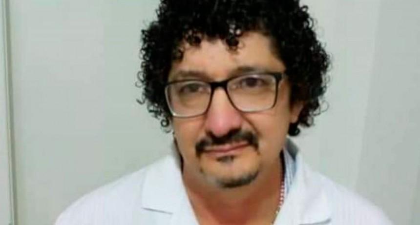 """Dr. Carlos Casas Castro: """"Esta es una cuestión de conciencia social, no solo del personal de salud, el 70 por ciento lo debe hacer la población y el restante, los profesionales"""""""