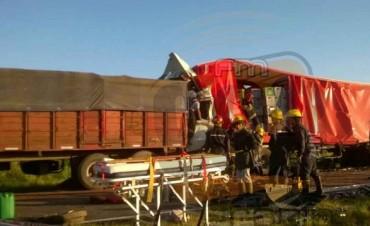 Chocaron dos camiones en Ruta 65, a la altura de Pirovano