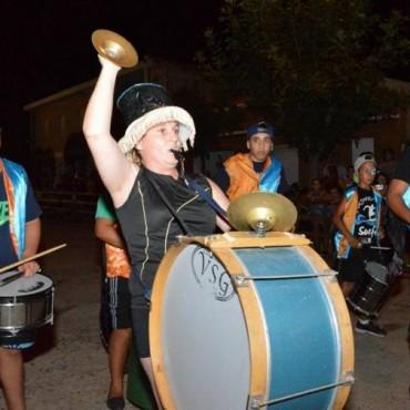 Gran Participación de la Murga 'Derrochando Alegría' y 'Los ruidosos de Urdam' en los Carnavales de la Alegría en Pirovano