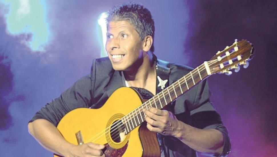 Daniel 'El Negro' Ferreyra El showman de la guitarra no podía faltar a la Placeada