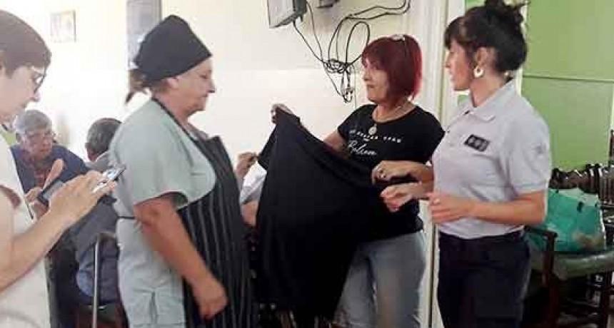 Internas trans de la Unidad Nº 2 confeccionaron prendas para los abuelos del Hogar de Ancianos