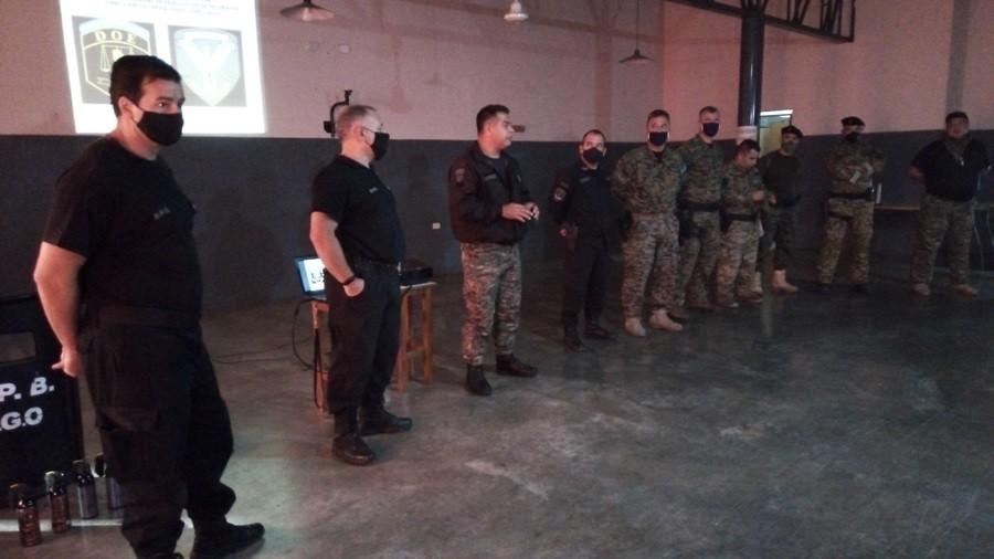 """Agentes de la unidad nº17 realizaron el """"curso nacional de manejo de escudo y pr-24 (m.e.t)"""""""