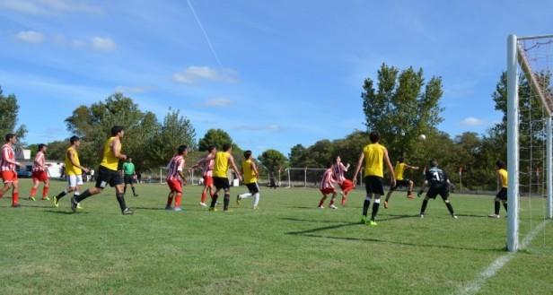 Atlético Urdampilleta jugó un amistoso con Juventud Unida de Henderson