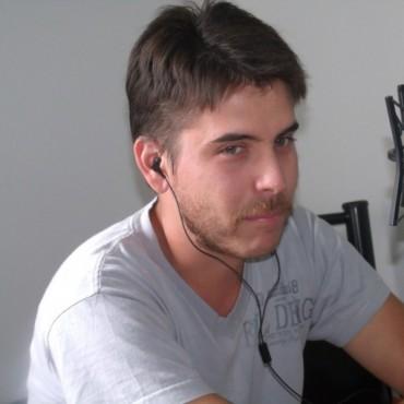 Emanuel Peña se recibió 'Mecánico Armero'