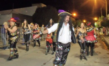 Comparsa 'Los Caraduras' participó de las dos noches de carnaval en Urdampilleta