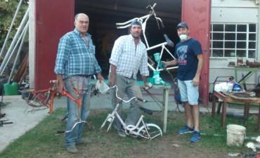 Las bicicletas que llevarán a la 'Cruzada Solidaria' ya fueron reparadas y pintadas