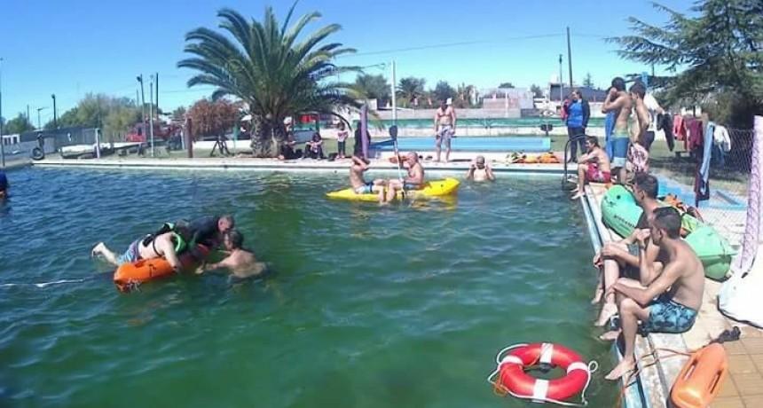 Bomberos realizan capacitación de rescate en agua