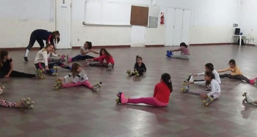 Comenzaron las clases de patín a cargo de Graciela Martínez