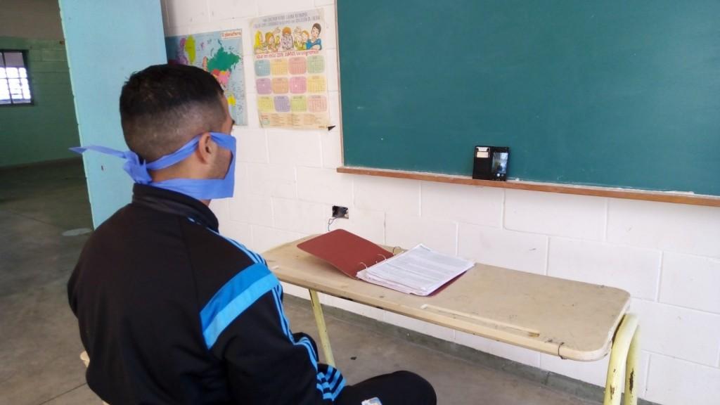 Por primera vez, un privado de su libertad rindió un examen universitario en la cárcel de Urdampilleta