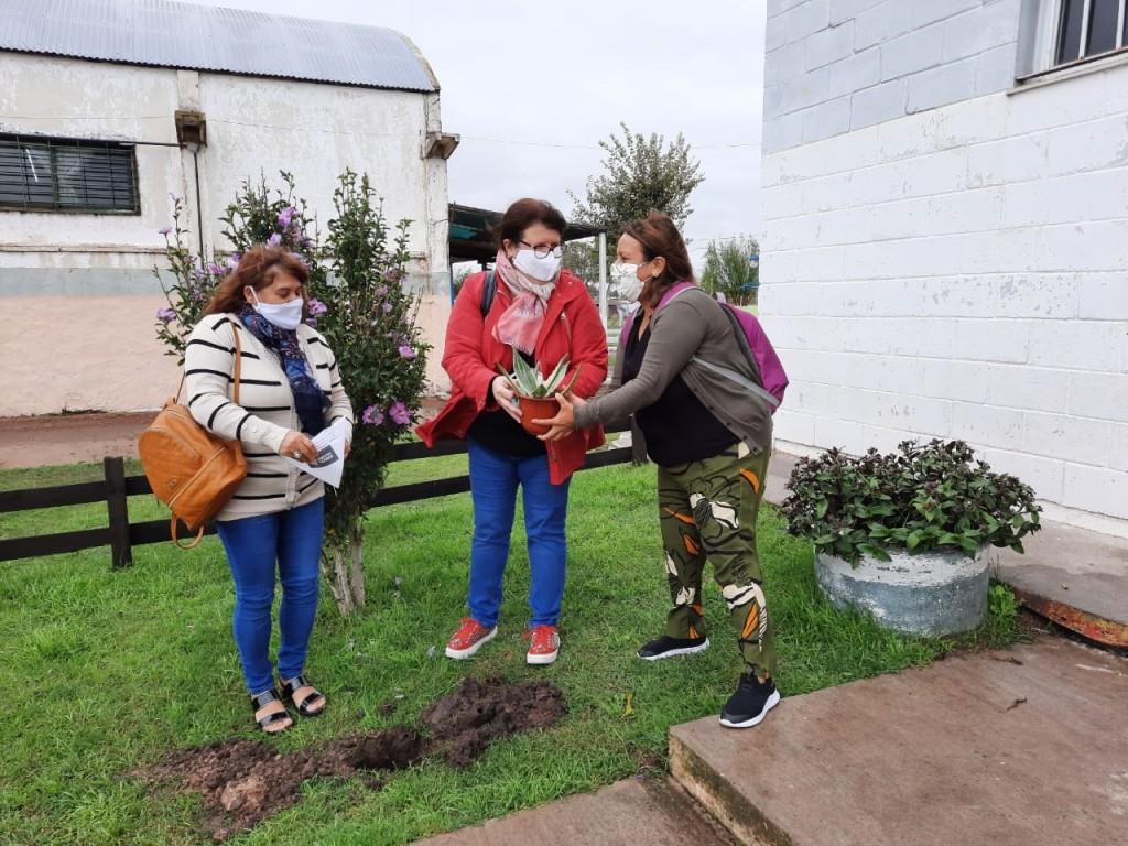 """La Escuela Primaria de Adultos Nº 701 se  sumó a la campaña """"Plantamos Memoria"""""""