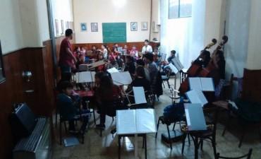 Orquesta Escuela: clases de música en la localidad y varios eventos antes de partir hacia Tucumán