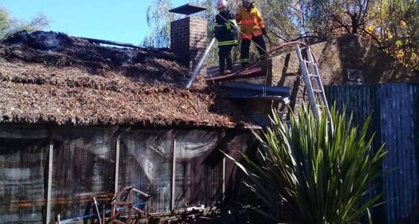 Bomberos Pirovano: Salida por incendio en un quincho