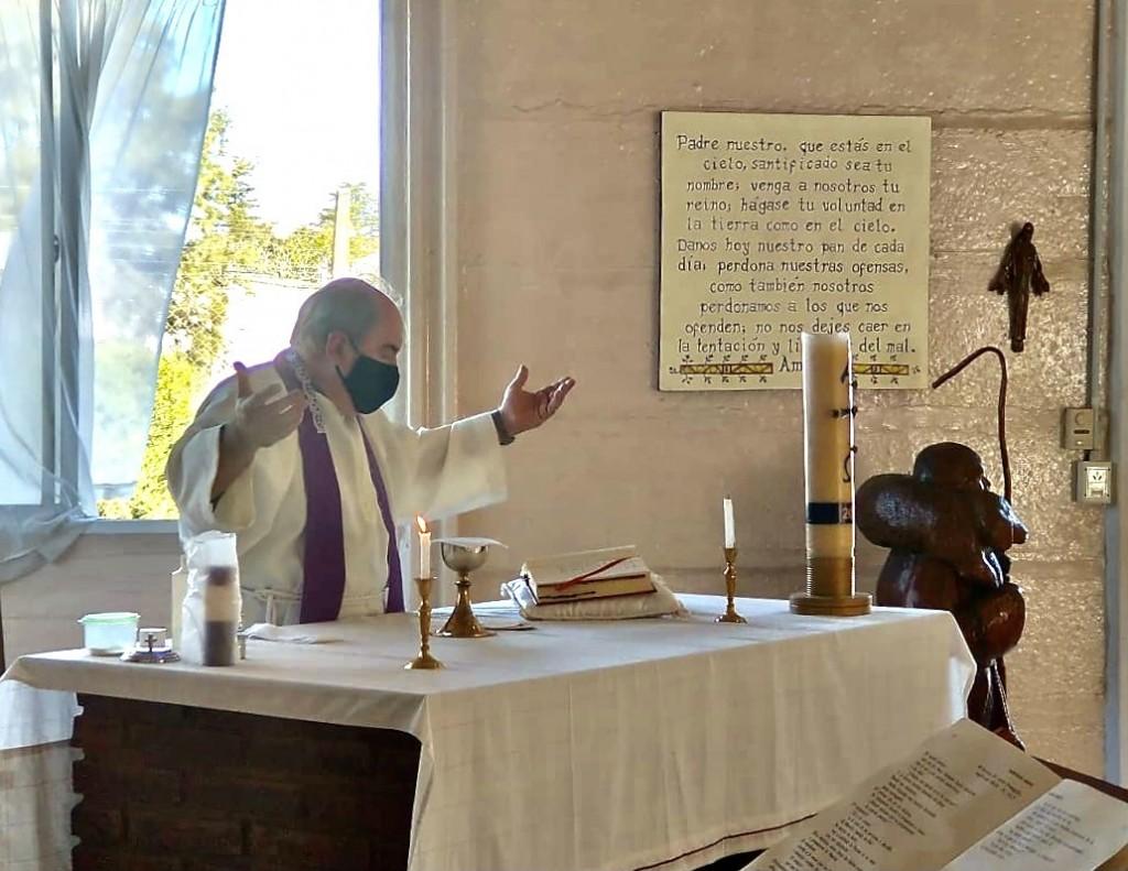 Misa de Semana Santa en la Unidad 38