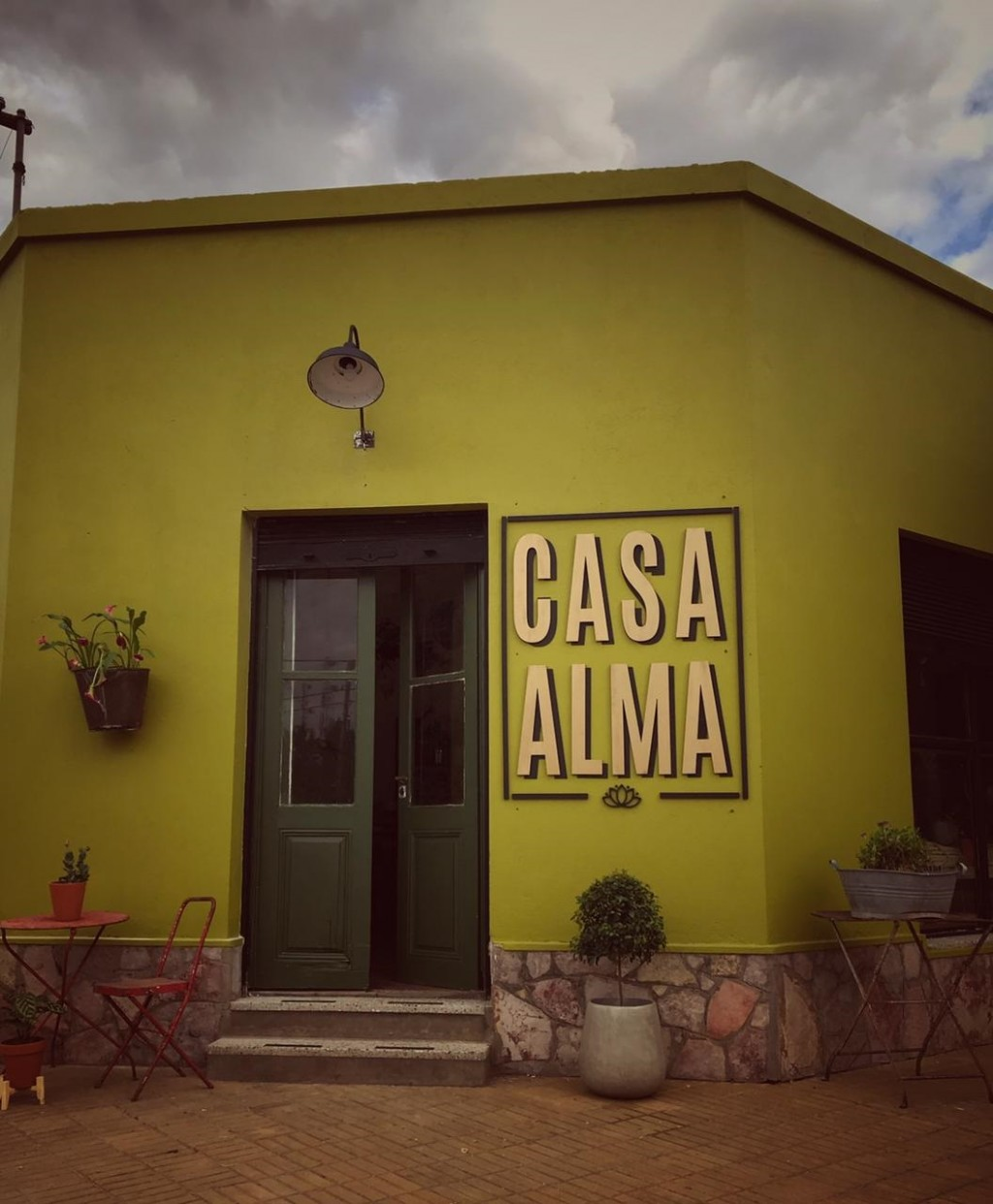 Casa Alma, en la esquina tradicional del almacén de Rodolfo Saletta