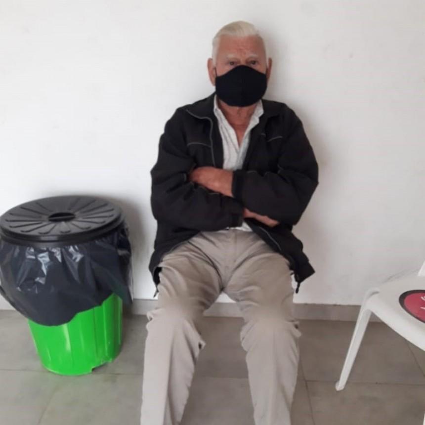 """Aniceto Rodríguez (Vecino vacunado): """"Si bien todo esto es una desgracia, estamos muy cómodos y bien atendidos por la gente acá"""""""