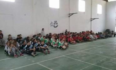 Encuentro de 'Minivoley' en el Gimnasio Municipal 'Gravanago'