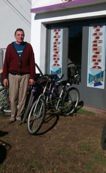 En el día del Bicicletero 'Bicicleteria El Percha' estuvo presente en 'Radio Urdampilleta'