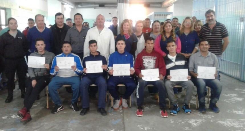 Internos alojados en la Unidad 17 se capacitaron como auxiliares de instituciones educativas