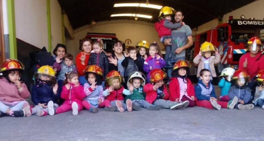 Los alumnos del Jardín de Infantes N.º 902 visitaron a los Bomberos Voluntarios