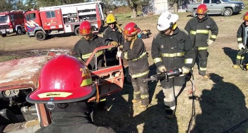 Bomberos de la localidad participaron de una nueva capacitación en accidentes vehiculares