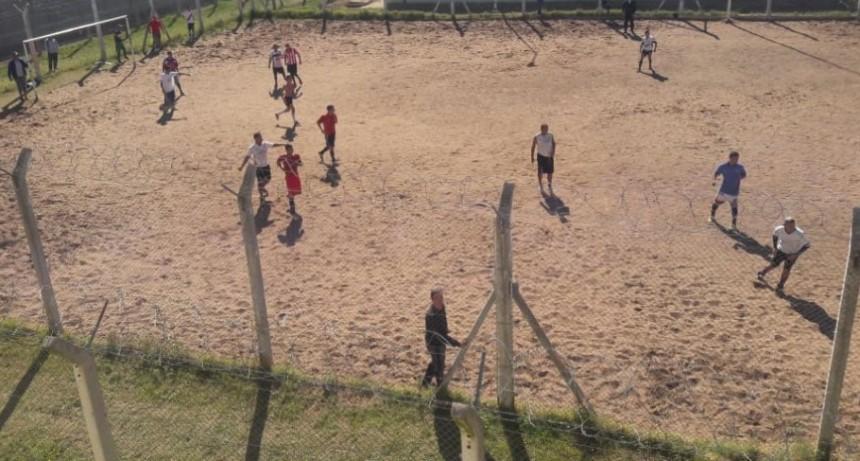 Torneo de fútbol interno en la Unidad 17