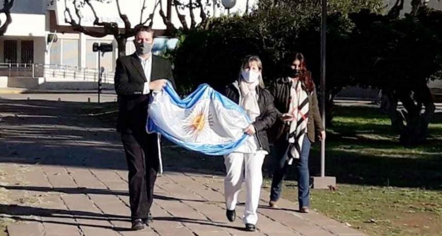 Se realizó el izamiento de la bandera nacional en conmemoración del 210 aniversario de la Revolución de Mayo